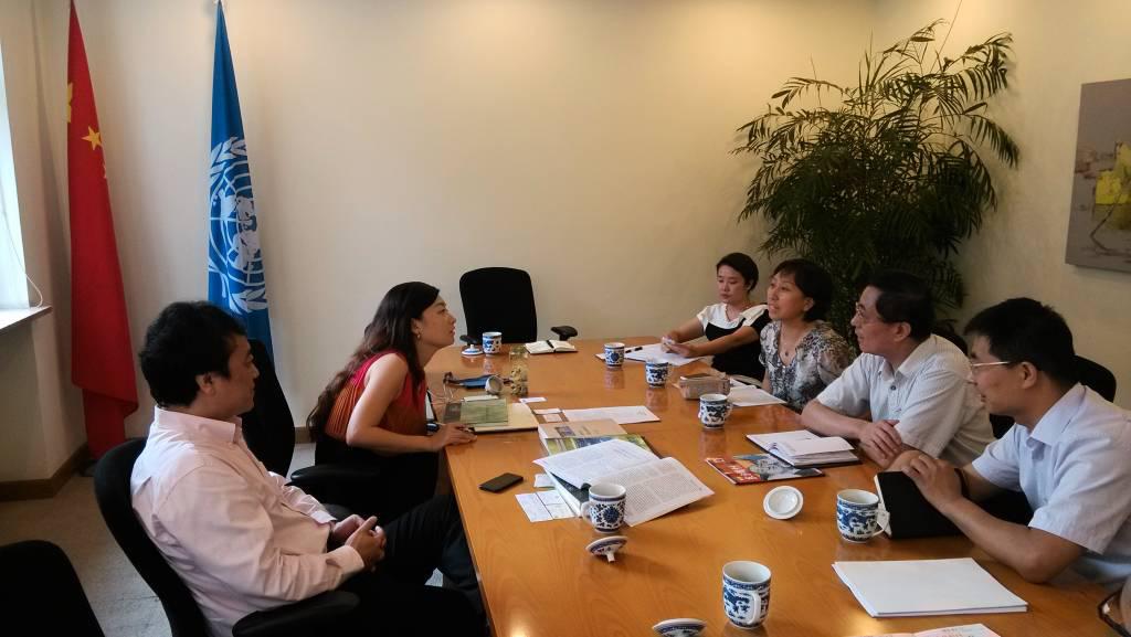 title='北京健康城市建设促进会王鸿春理事长与联合国开发计划署驻华代表处官员亲切交流'